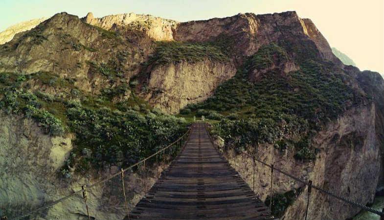 puente para ingresar al cañon de contahuasi